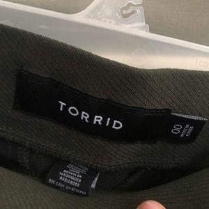 New super stretchy arm green pants Torrid size 00